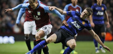 Michael Carrick in action for Manchester United v Aston Villa