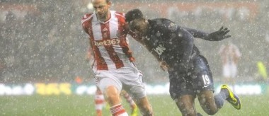 Welbeck vs Stoke