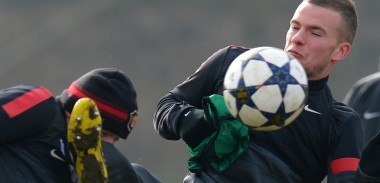 tom-cleverley-training-kick