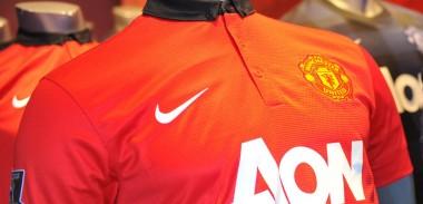 manchester-united-2013-2014-home-shirt-crest