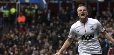 tom-cleverley-scores-against-aston-villa